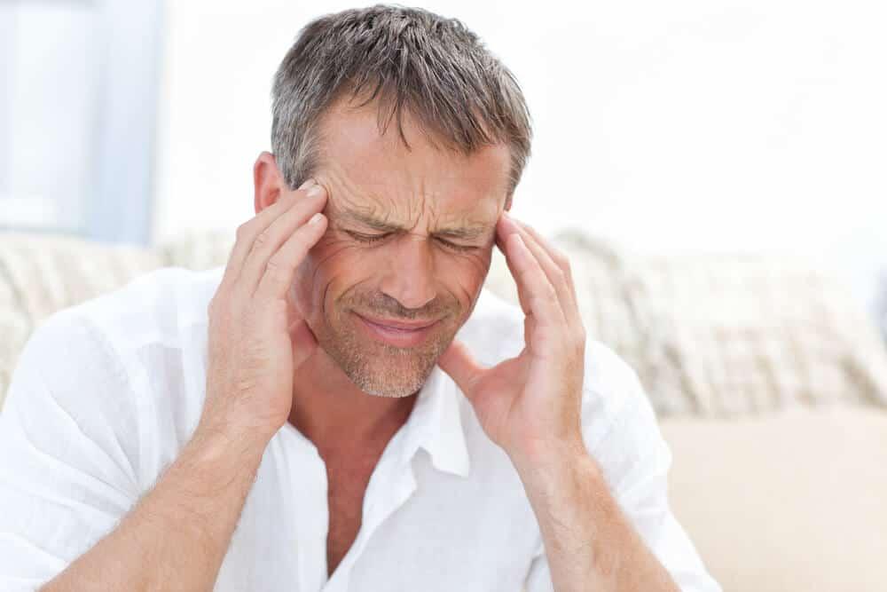 Entre sus efectos secundarios podemos destacar los dolores de cabeza.