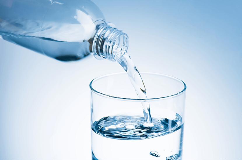 El agua tiene muchos beneficios para la salud