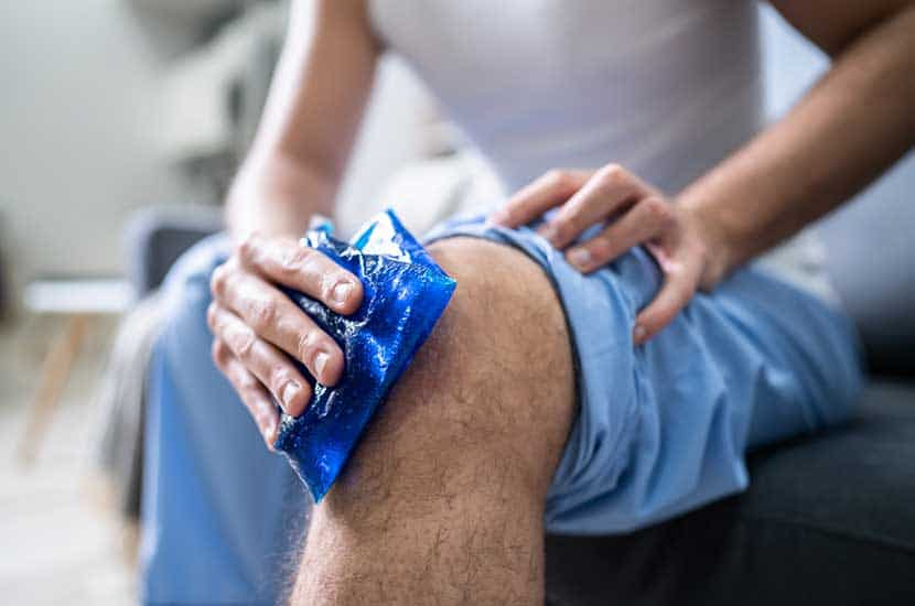 Aplica hielo o mantén la rodilla elevada para potenciar los efectos de Knee Active Plus