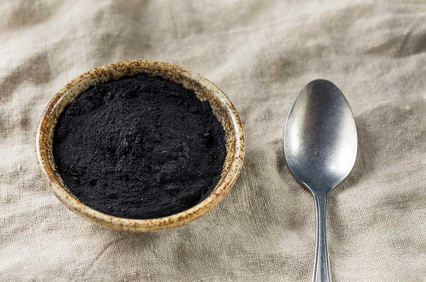 Entre los beneficios de la arcilla volcánica figura su capacidad de absorber grasas