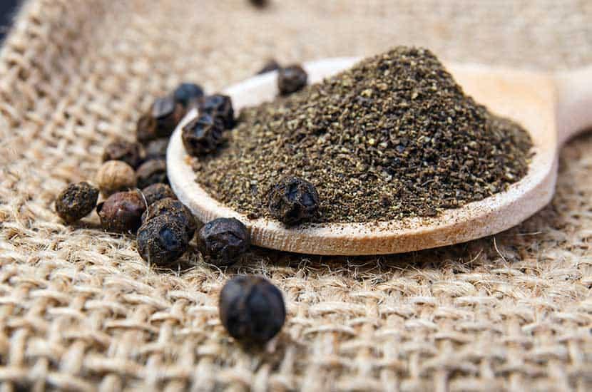 La piperina es el compuesto principal de la pimienta negra