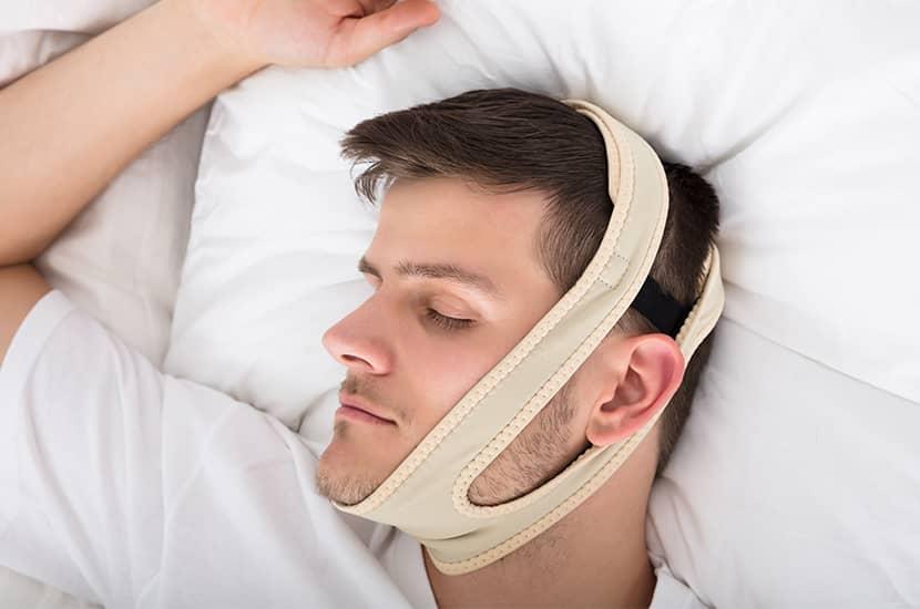 Tan solo coloca diadema Snoril en tu cabeza antes de dormir