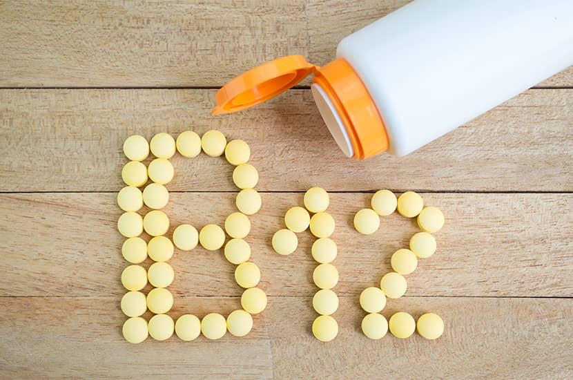 Se cree que puede haber una relación entre la falta de vitamina B12 y el tinnitus