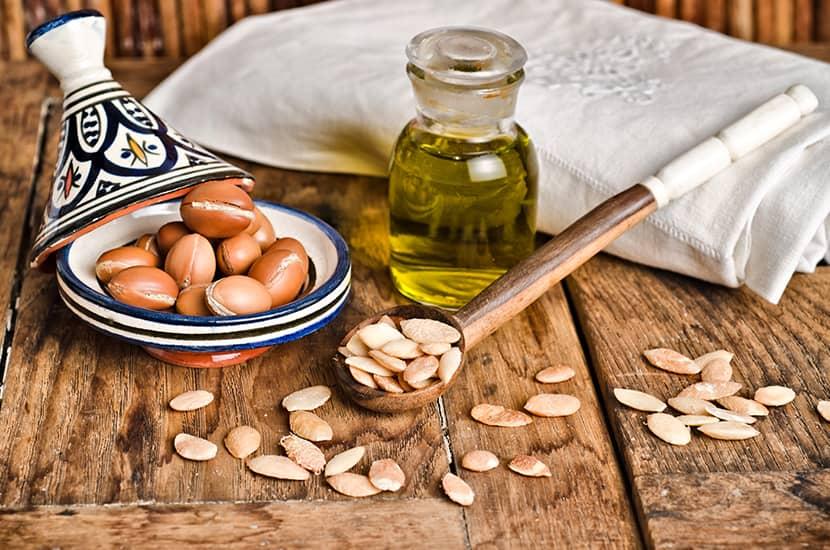 El aceite de argán se ha utilizado tradicionalmente en forma tópica o en forma oral