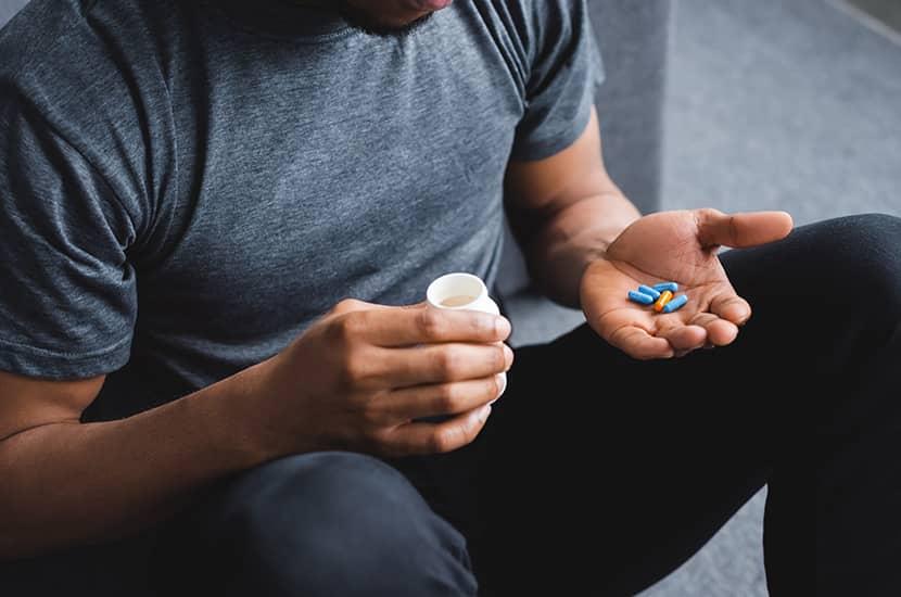 Toma una pastilla de Eretron Aktiv al día con un vaso de agua