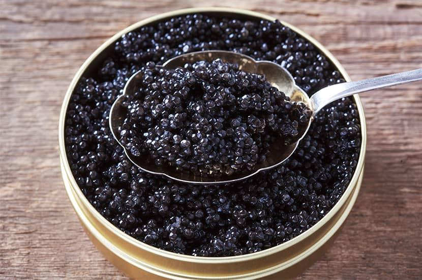 El extracto de caviar ayuda a que la piel se vea más joven y sana