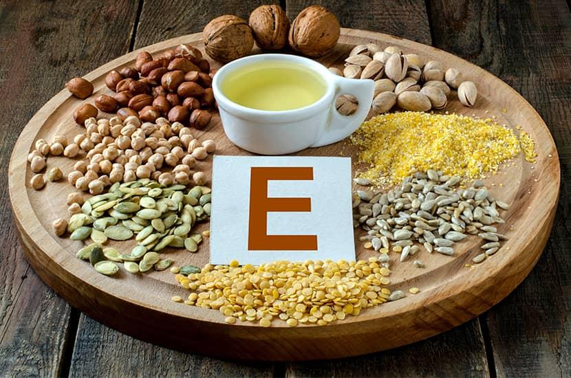 La vitamina E actúa como un potente antioxidante que protege las células de los testículos