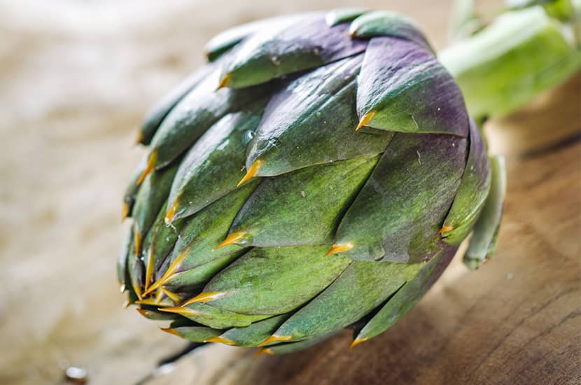La alcachofa tiene efectos diuréticos y antinflamatorios